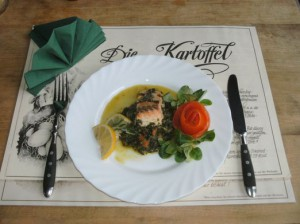 Fischfilet mit Kraeutern und Spinat
