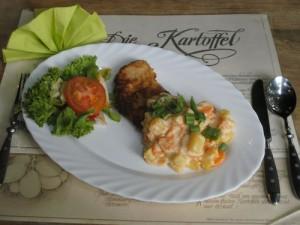 Kartoffel-Möhrengemüse mit Schnitzel