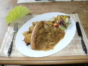 Bratwurst mit bayrischem Kraut