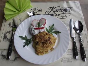 Kartoffelquiche mit Radiesschen-Gurken-Quark