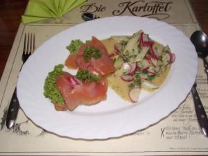 Spargel-Radieschensalat an Lachscanape