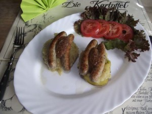 Kartoffel-Kanapee's mit Sauerkraut und Nürnberger Rostbratwürsten
