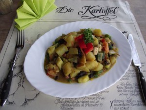 Kartoffel-Zucchini-Curry mit Cashewkernen