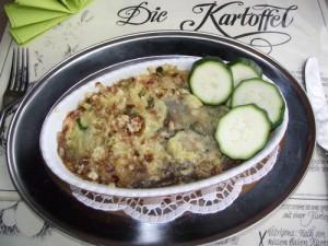 Kartoffelgratin mit Zucchini und Schalotten