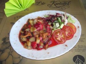 Kartoffelpfanne mit Pfifferlingen und Erdbeeren