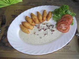 Hausgemachte Gnocchi in würziger Käse-Speck-Sauce
