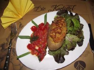 Kartoffeln mit geschmolzenen Tomaten