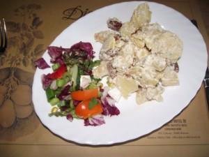 Kartoffelsalat mit getrockneten Tomaten