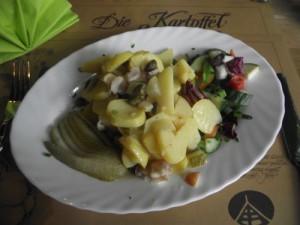 Kartoffelsalat mit Fisch