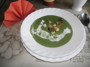 Spinatsuppe mit Croutons
