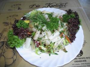Gemischter Salat mit Spargel