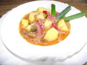 Kartoffeltopf mit Speck und Kochsalami