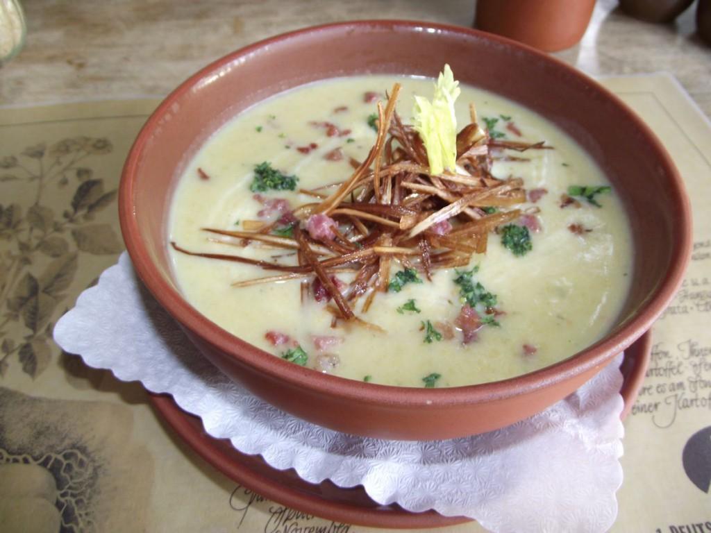 Kartoffelsuppe mit Porree & Speck