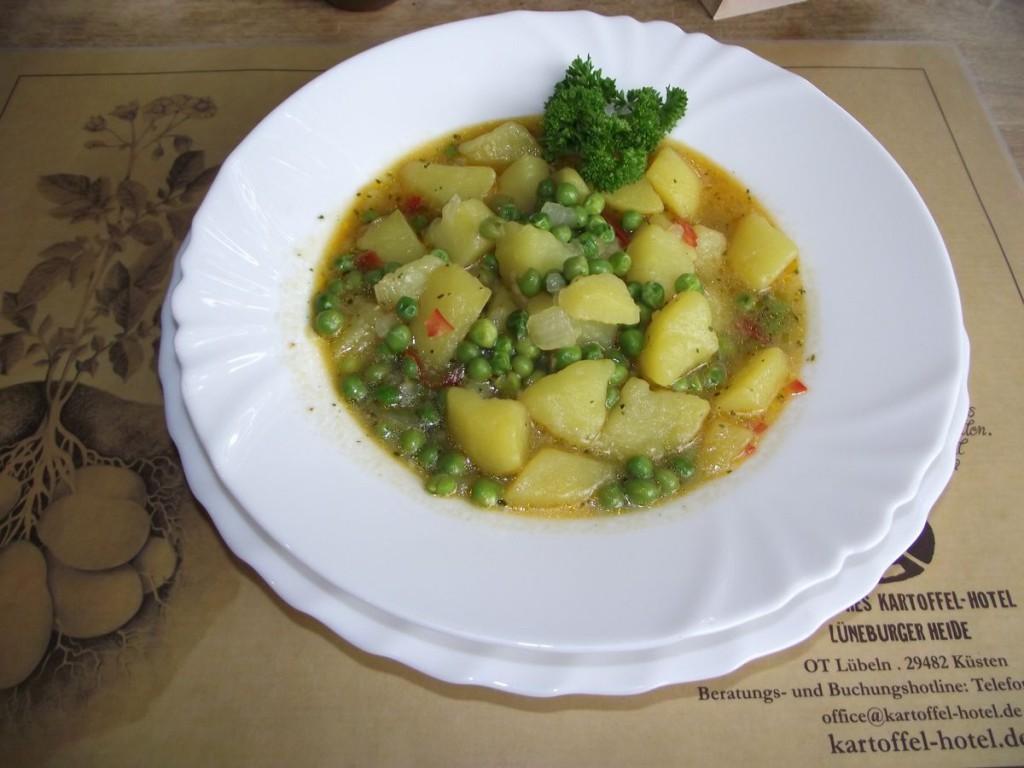 Indische Kartoffel-Erbsen-Suppe