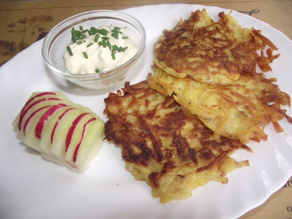 Kartoffel-Kohlrabipuffer mit Kräuterquark