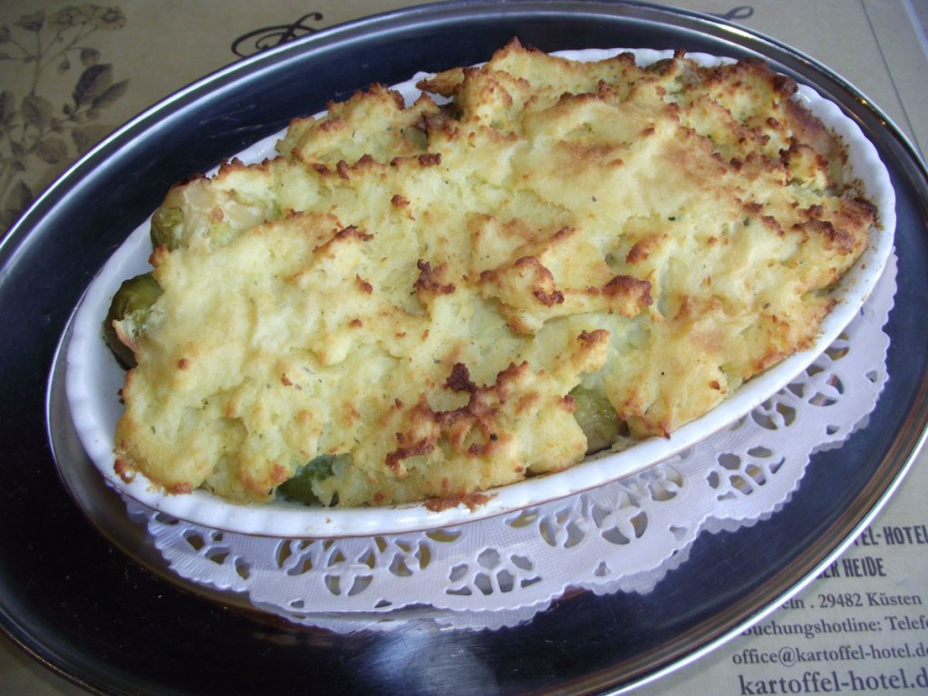 Rosenkohlauflauf  unter der Kartoffelhaube