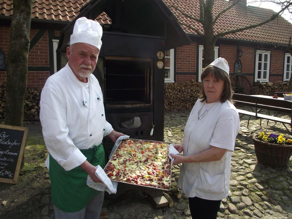Pizza mit Reibekuchenteig