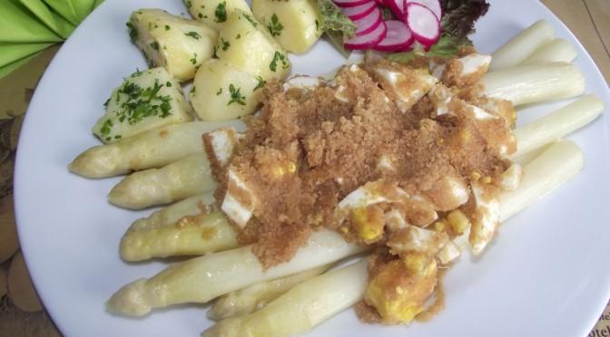 Spargel mit Polnische Butter