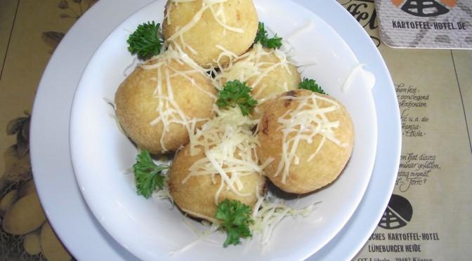 Kartoffelkrapfen mit Sauerkraut