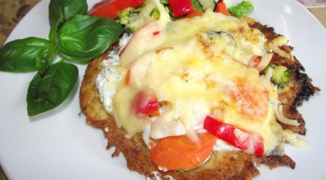 Kartoffelpizza aus Reibekuchenteig- mit Schmand und Gemüse