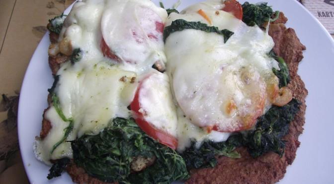 Kartoffelpizza mit Spinat und Krabben