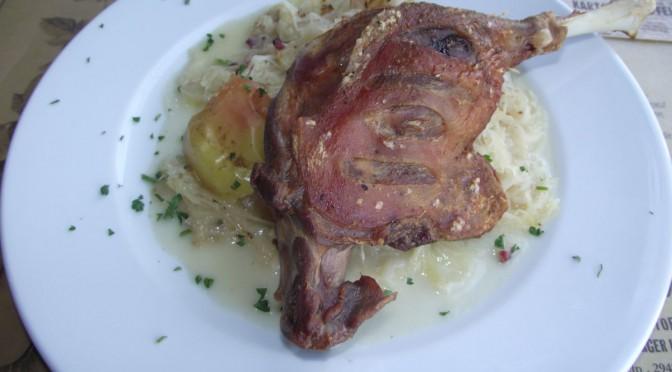 Gänsekeule auf Apfel-Sauerkraut