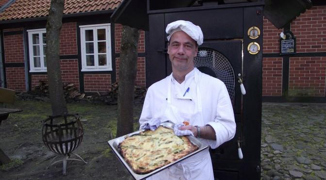Kartoffelpizza mit grünem Spargel