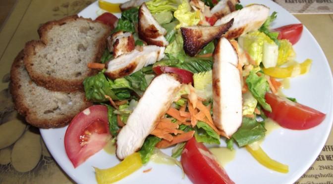 Wellness Salat mit Honig-Senf-Dressing