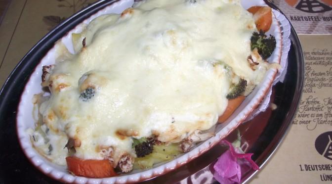 Kartoffel-Auflauf mit Frischkäse und Gemüse