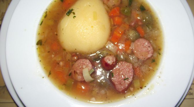 Linseneintopf mit Birnen und Kochwurst
