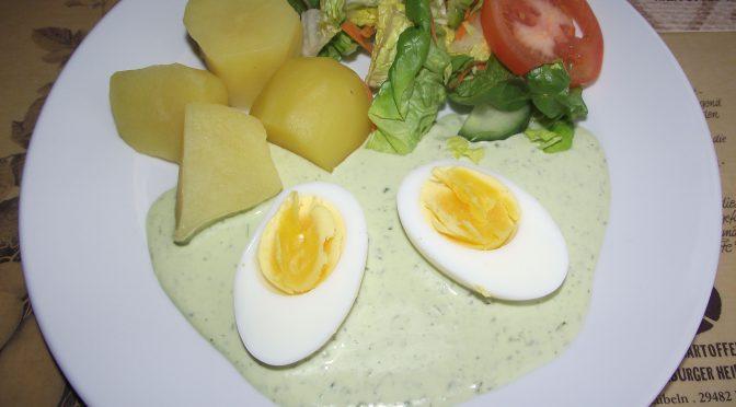 Eier in grüner Sauce