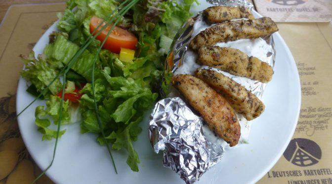 Gefüllte Kartoffel mit Knoblauchquark und Hähnchengyros
