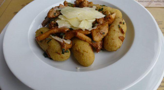 Gnocchi mit Pfifferlinge und Parmesankäse
