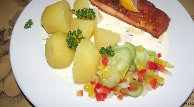 Salzkartoffeln zu Bratfisch