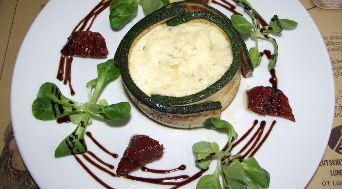 Kartoffel-Käse-Püree im Zucchiniring