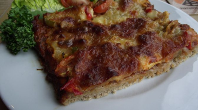 Kartoffelpizza mit Thunfisch und Paprika
