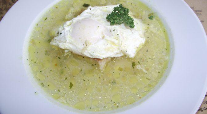 Knoblauchsuppe mit Ei