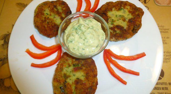 Kartoffelplätzchen mit Speck und Gartenkräutern