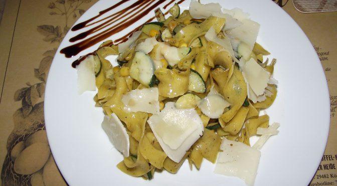 Zucchini-Mais-Nudeln