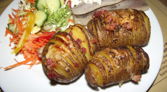 Gefächerte Blechkartoffeln zu Matjes Hausfrauenart
