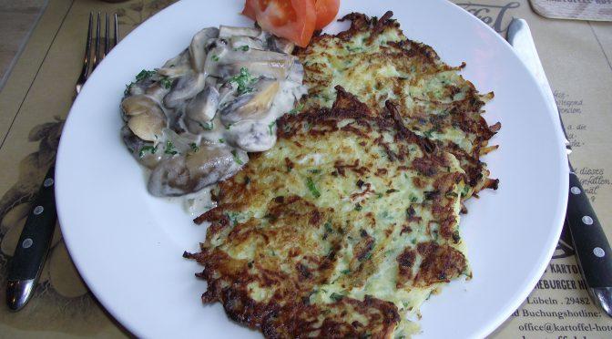 Grüne Kartoffelpuffer mit Sahne-Champignons