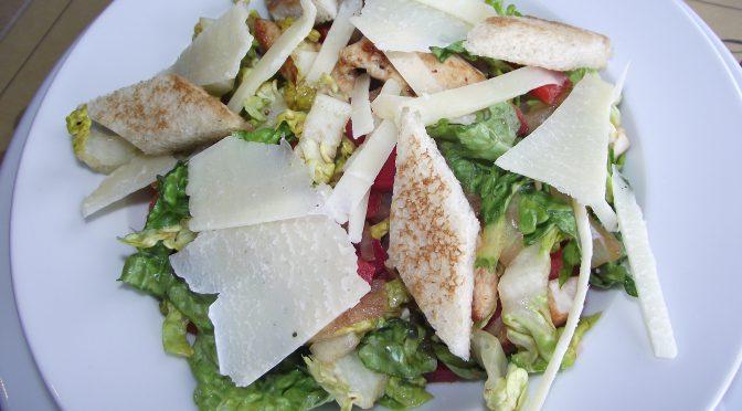 Steakhouse-Salat mit Putenstreifen