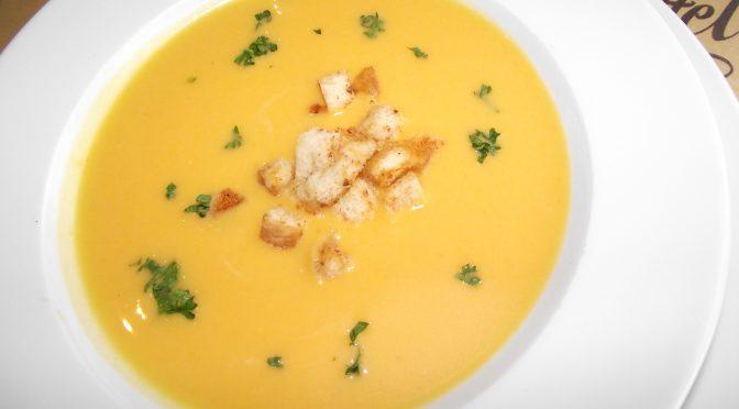 Kürbissuppe mit croûtons