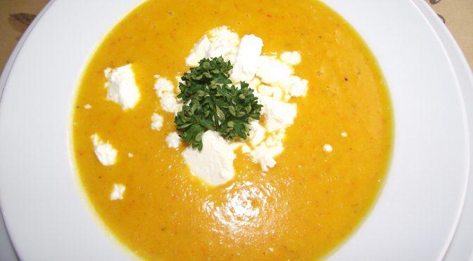 Kürbissuppe mit Hüttenkäse