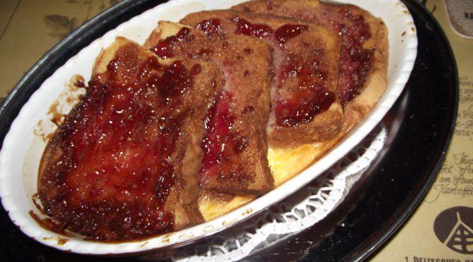 Brotpudding mit panettone und marmelade