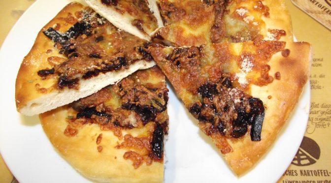 Pizzas mit Zwiebel-Confit und gorgonzola