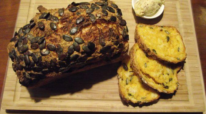 Kürbisbrot mit Apfel-Senf-Butter